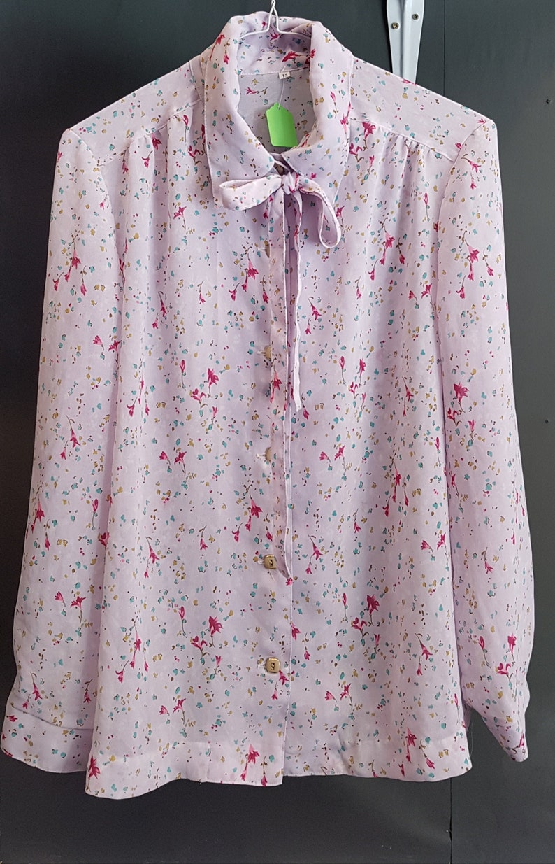 w Pussy Bow Collar Quality Retro Fashion- SIZE 13 1980s Vintage Womens Ditsy Floral Pattern Japanese Shirt