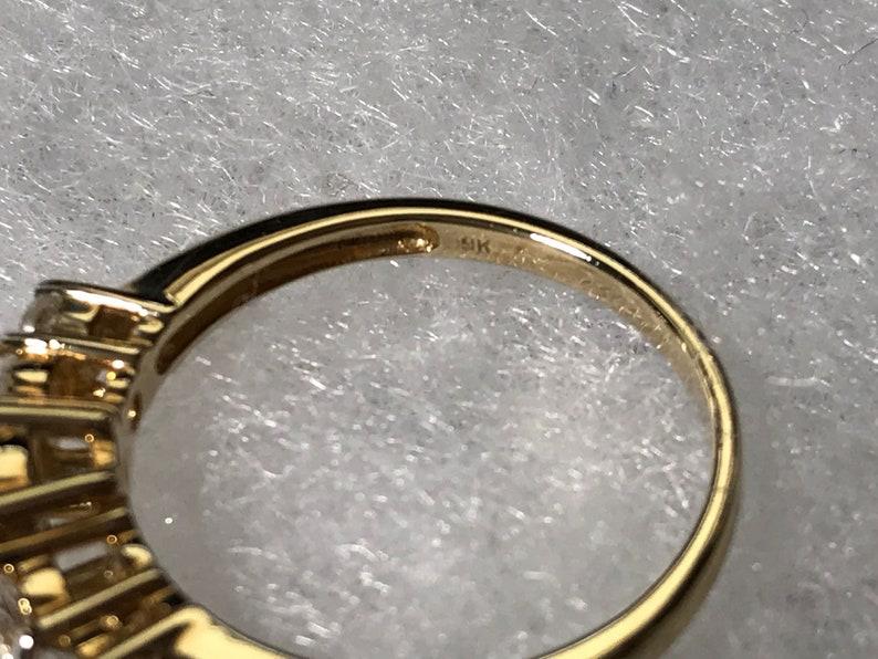 9kt Yellow Gold Blue /& White Zircon Ring sz 7