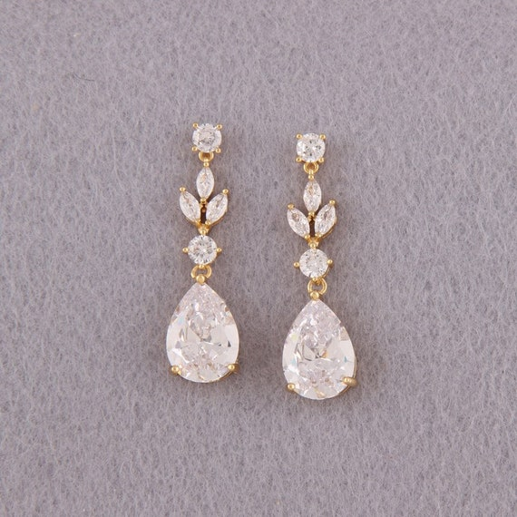 White Bead earrings Dangle drop Earrings Floral leaf Jewelry birthday gift for her gift fr sister bachelorette party accessory jewelry
