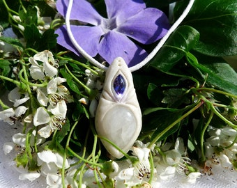 White Labradorite with its crystal purple Swarovski Crystal healing, reiki, meditation, protection, mediums