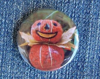 Pumpkin Pin Badge, Needle Felted Halloween Button Badge - Cute Pins - Retro Halloween Style - Pumpkin King - Pocket Money Gift