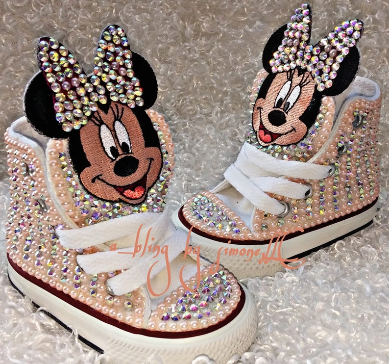 3686f55dbd29 Minnie Mouse Converse