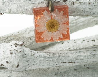 Pressed dried flower in resin Pendant