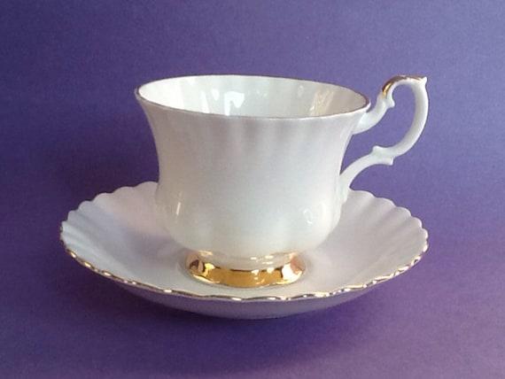 Royal Albert Bone China Tea Cup and Saucer Val D/'or