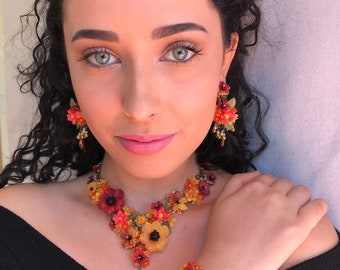 New COLLEEN TOLAND Statement NECKLACE.  In Marigold