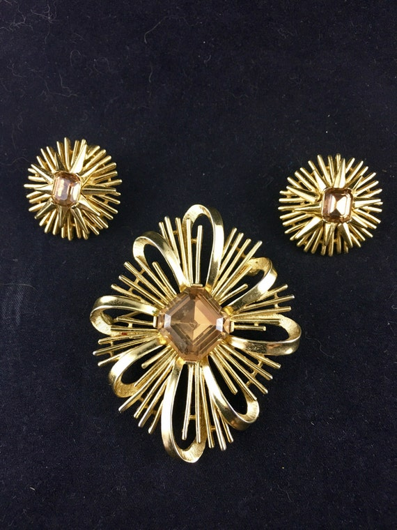Trifari pin jewelry