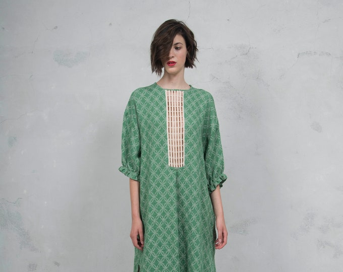 RHEA emerald green pure woven linen caftan. Side pockets. Oversized loose fit. ONE SIZE luxurious patterned linen. *Lux collection*
