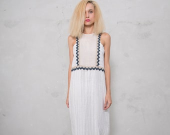 EDEN white striped/natural. Pre washed pure linen. Straight cut dress with cotton lace.