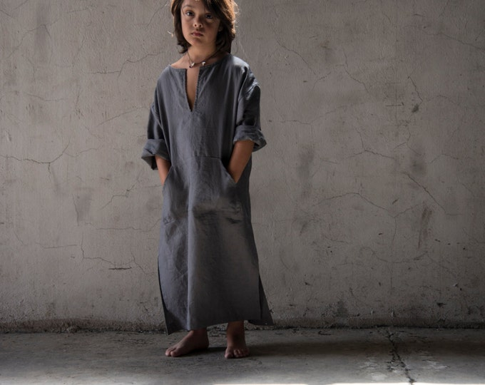 CLASSICO. Kids comfortable beachwear. Pure linen caftan. Color lead grey.