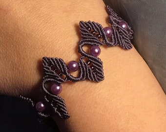 Custom bracelet with leaves and pearls