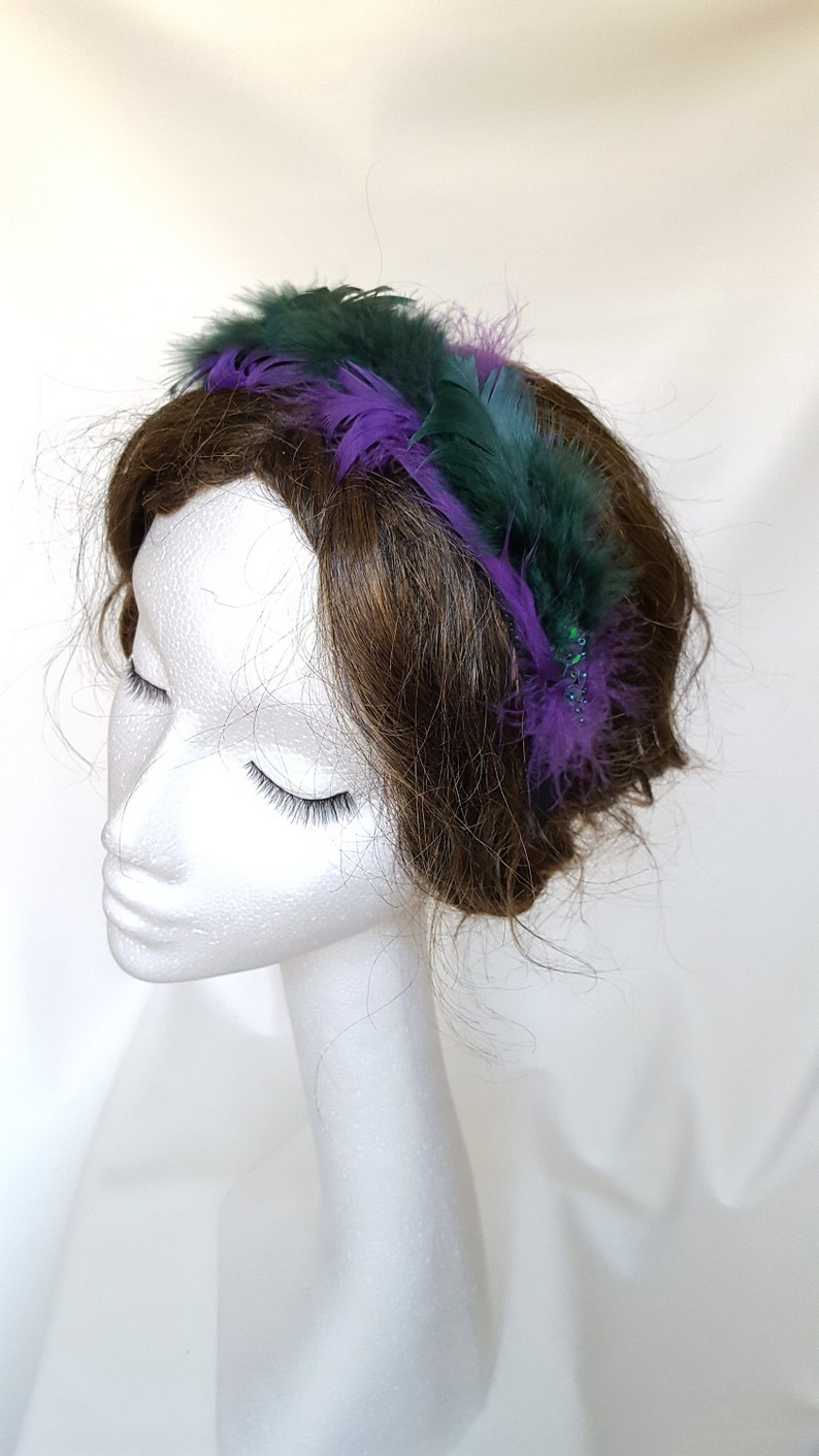 Fascinator Cerchietto Verde Viola Piume e Paillettes  09f138d64267