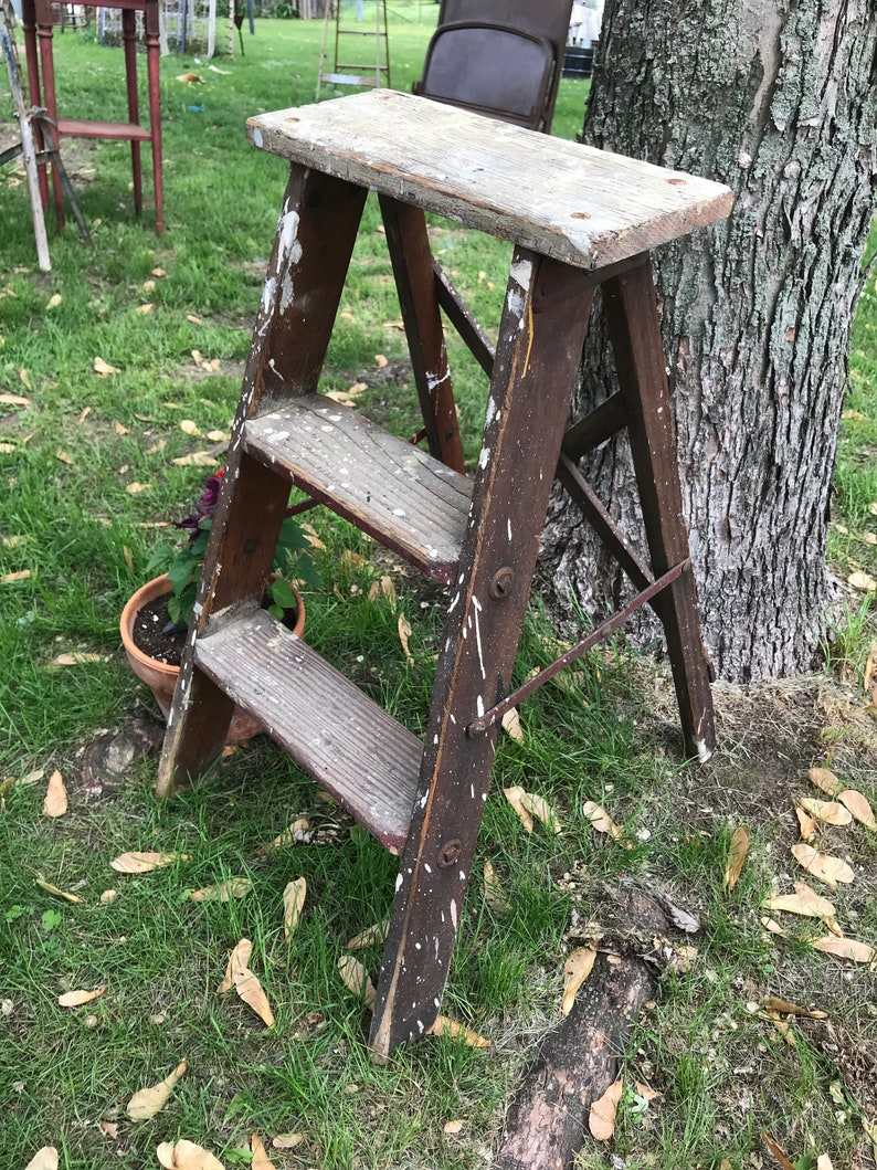 Rustic Farmhouse Home Decor Old Painter/'s Ladder Garden Art Small 2 Rung Wood Ladder Cross Back Dark Stained Shabby Chic Plant Stand