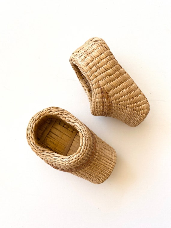 70s rattan slippers