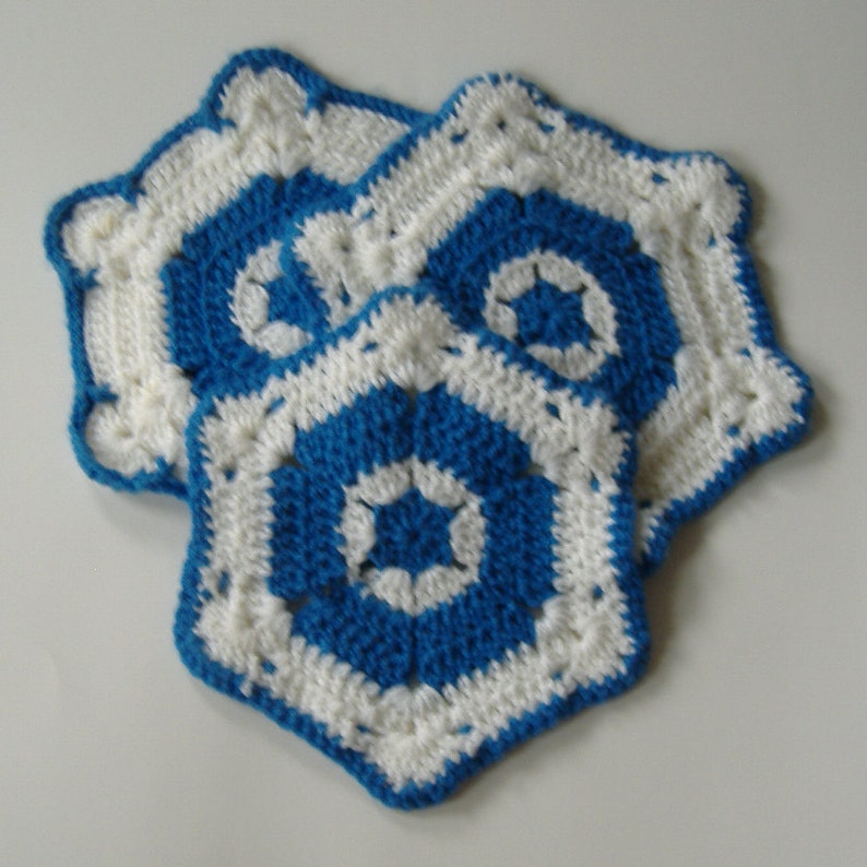 Hexagon Hot Pad Crocheted Trivet Blue and White Pot Holders and Mat 3-piece set Crocheted Pot Holders and Mat Kitchen Accessory