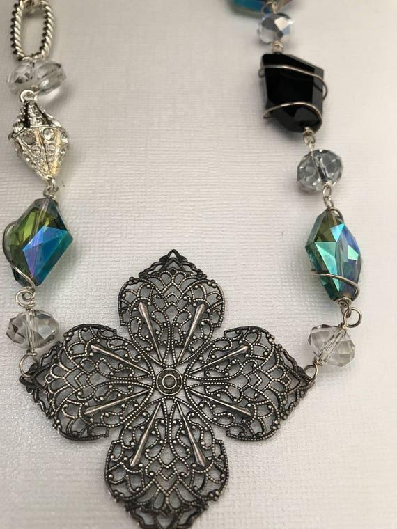 flower sparkle necklace