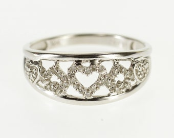 10k Diamond Encrusted Heart Patterned Band Ring Gold