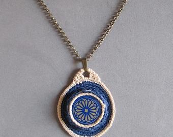 Crochet pendant with bottle cap
