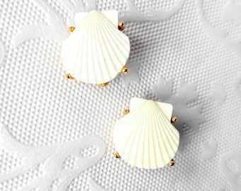 SIGNED TRIFARI Vintage Shell Clip On Earrings-Nautical-Seashell-Sea-Gold-All Orders Only 99c Shipping!