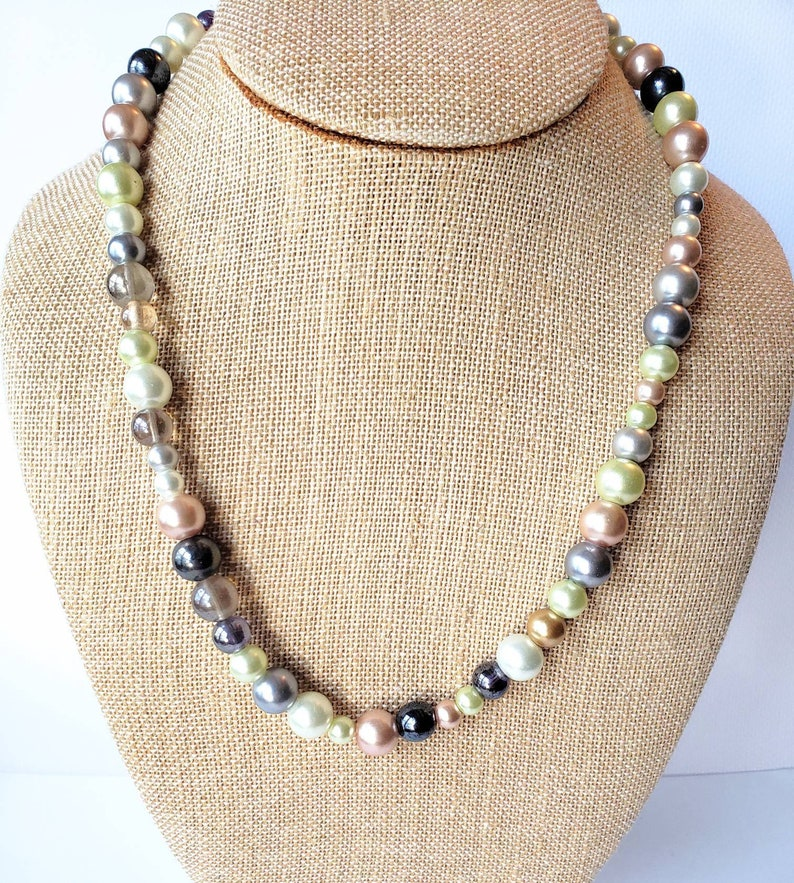 ABSOLUTELY LOVELY Vintage Glass Beaded Necklace-Pastels-PearlsMulti Colored-All Orders Only 99c Shipping!