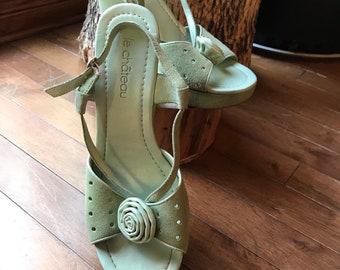 a0fe9bb7b2f2 Sandals - shoes - platform - moss green - Sweden - heels - size 9 flowers