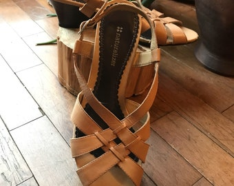 Vintage - - - woven - leather Sandals - pump heel - Naturalizer - beige size 8