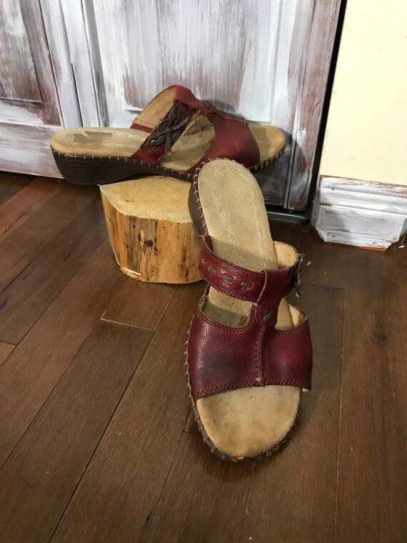 Sandales - mule - pompes - rouge - Naturalizer - vintage -semelles ultra confortablese en suède- grandeur 8