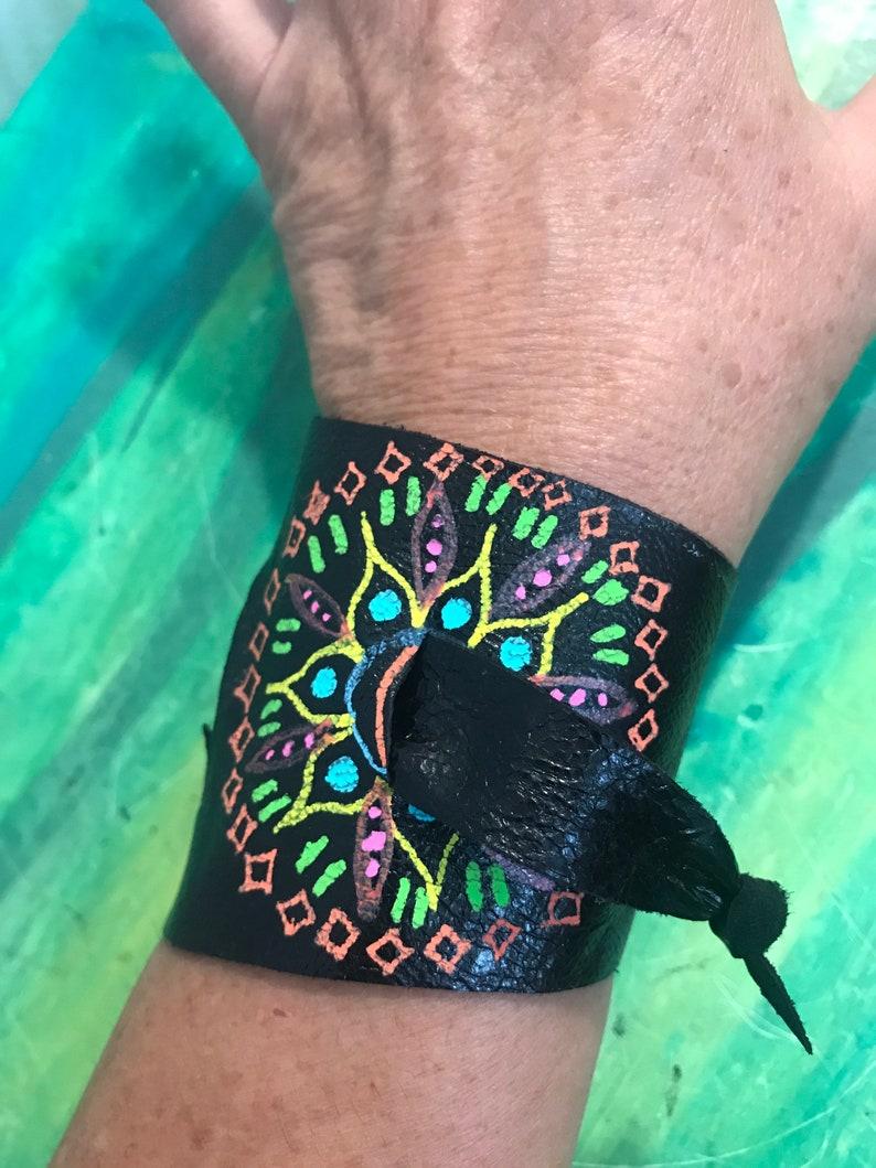 adjustable hand-painted bracelet Leather bracelet unique pieces made in Quebec Canada by Lilisoleil mandalas bracelet
