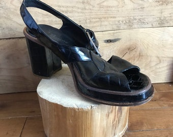 Sandals - pumps - vintage - Brown - made in Italy - platforms - heels - patent leather - 80 years