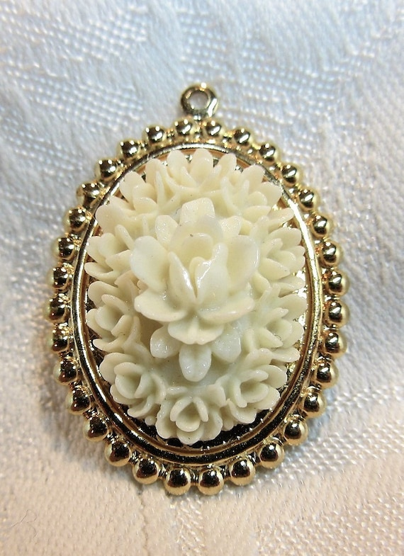 Vintage Celluloid Rose Mold Cabochon on Gold Tone