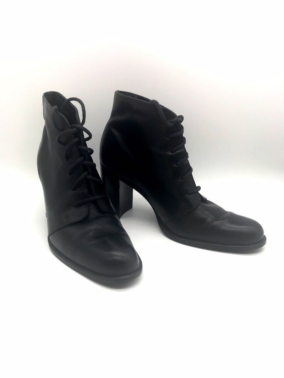Lace up ankle boots black size 7.5 m chunky high h