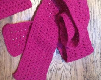 Kids magenta scallop scarf