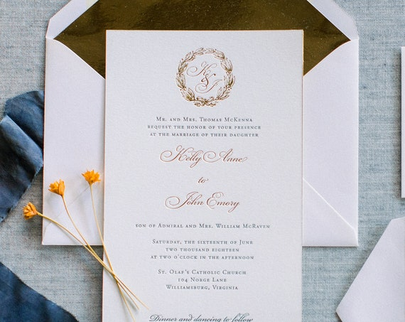 Traditional Wreath wedding invitation, in gray and gold