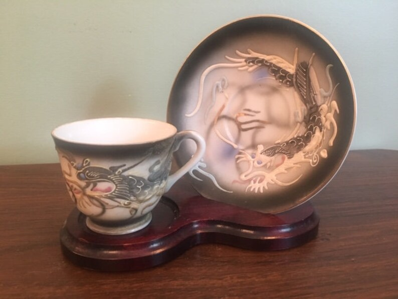 on wooden display Moriage Sutton/'s creation Japan 2 mini vases8pcs Dragonware demitasse cups /& saucers 1