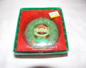 Vintage OSCAR Sesame Street Muppets holiday ornament ceramic wreath