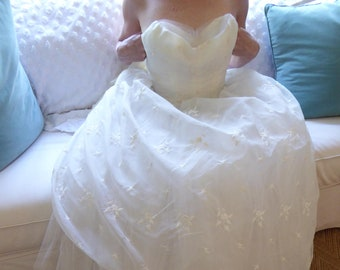 1950s Vintage Strapless Chiffon Vintage Wedding Dress / Embroidered Chiffon Strapless Wedding Dress / Summer Wedding Dress / Casual Wedding