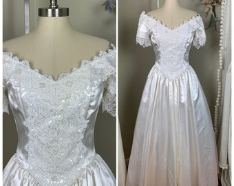 3aa430916c77 1980s Jessica McClintock Vintage Wedding Dress / Victorian Inspired Wedding  Dress / Off the Shoulder Bridal Gown / Size 4