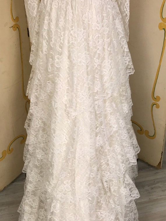 1950s Vintage Tiered Chantilly Lace and Tulle Wed… - image 4
