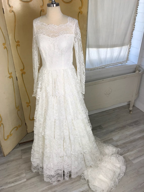 1950s Vintage Tiered Chantilly Lace and Tulle Wed… - image 1