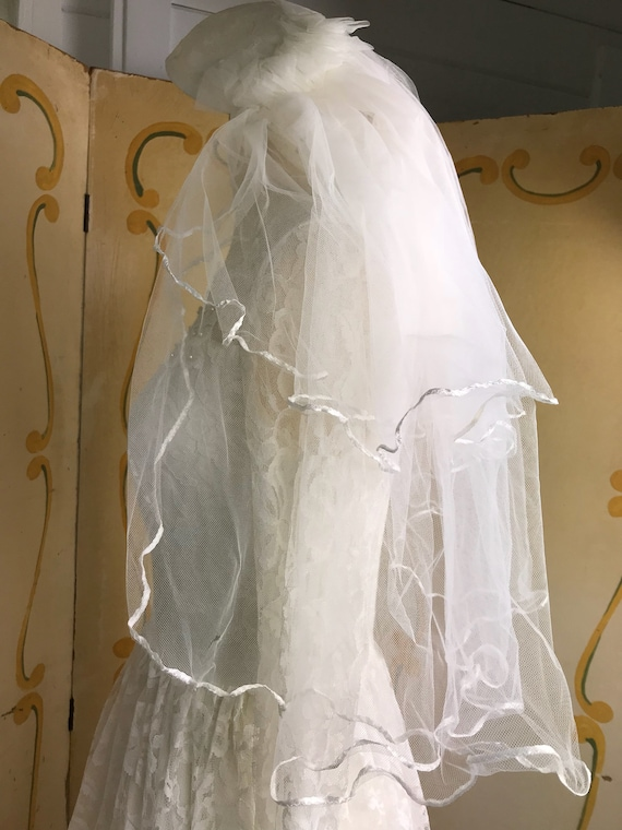 1950s Vintage Tiered Chantilly Lace and Tulle Wed… - image 10