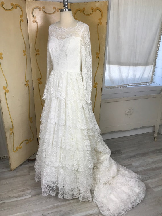 1950s Vintage Tiered Chantilly Lace and Tulle Wed… - image 2