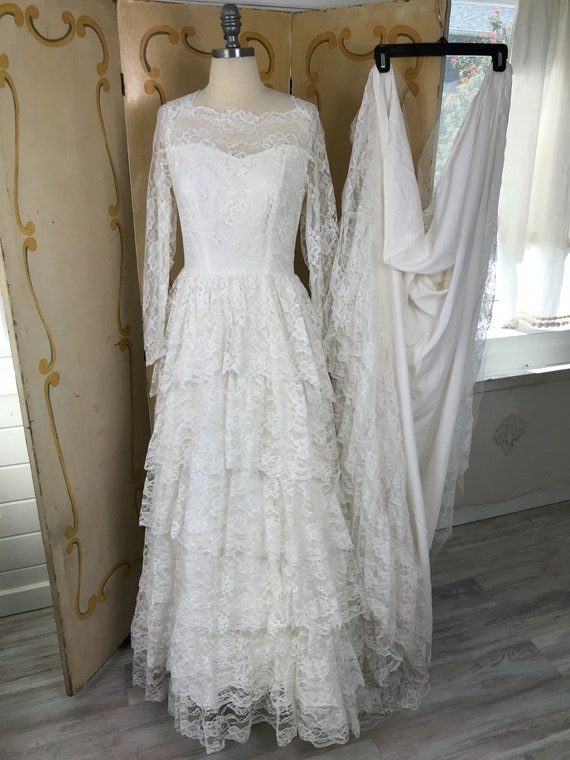 1950s Vintage Tiered Chantilly Lace and Tulle Wed… - image 9