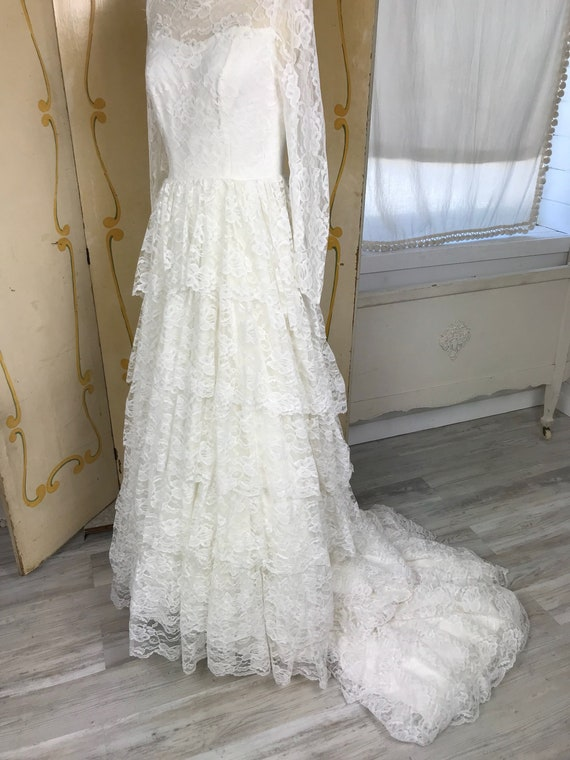 1950s Vintage Tiered Chantilly Lace and Tulle Wed… - image 7
