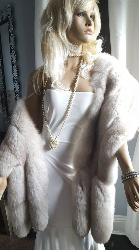 white fur stole paired - 533×960