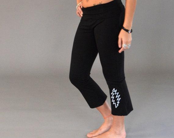 GRATEFUL BASICS Fold Top Yoga Capri Pants in Gray