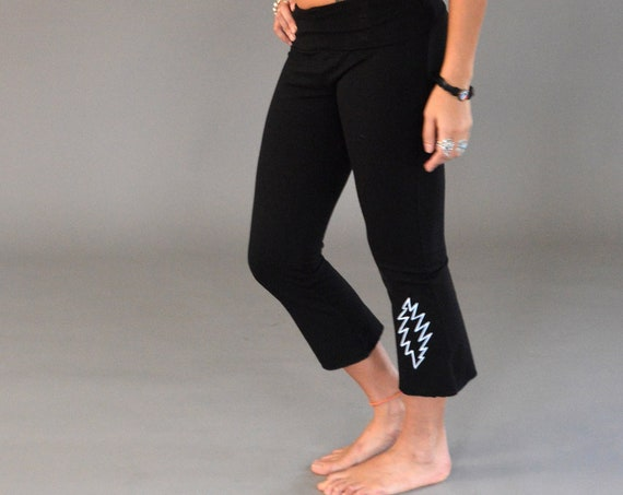 GRATEFUL BASICS Fold Top Yoga Capri Pants in Black
