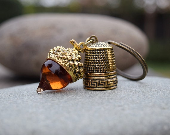 Acorn and Thimble Keychain, Peter Pan Wendy Kiss Couple's Gift Key Ring, Amber Glass Acorn with Antique Gold Thimble Key Chain, Gift for Her