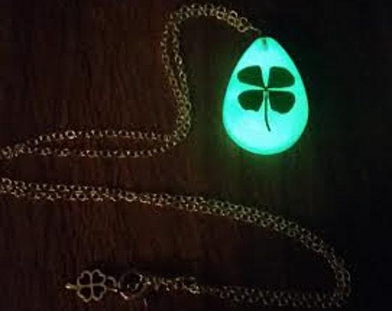 Glow Clover Necklace, Glow in the Dark Four Leaf Clover, St Patrick's Day, Glowing Green Saint Paddy's Irish 4 Leaf, Shamrock Keychain