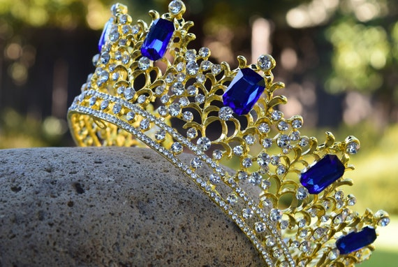 Evil Audrey Crown, Descendants 3 Cosplay Costume Tiara, Realistic Gold Metal and Blue Glass Rhinestones, Kids Tween Size, Disney Fan Gift
