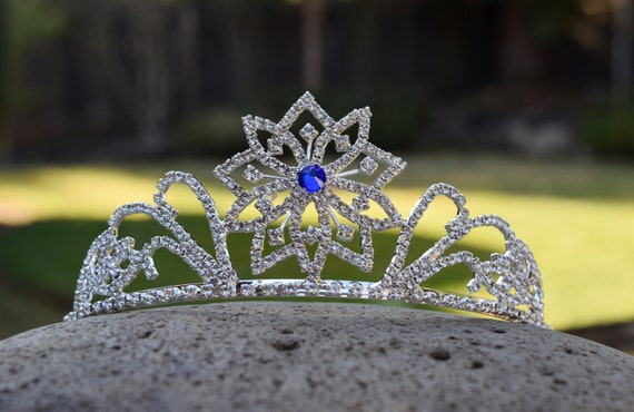 Snowflake Tiara, Elsa Costume Crown, Ice Queen Glass Rhinestone Tiara, Winter Wedding, Glow in the Dark Option, Silver Frozen Winter Crown