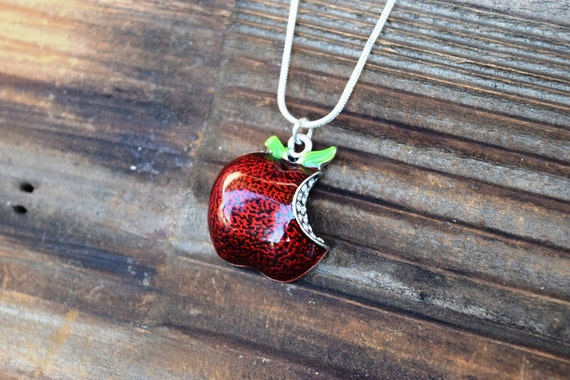 OUAT Apple Bite Necklace, Snow White Apple Necklace, Descendants Apple, Fairy Tale Necklace, Teacher Gift Present, Red Apple, Back to School